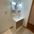 洗面台と室内洗濯機置き場。脱衣スペースゆったり