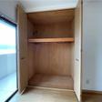 洋室のクローゼットは奥行があり、たっぷり収納可能です