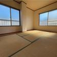 6帖の和室は2面に窓があり、明るいです。
