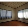 4.5帖の洋室には大きな窓が付いており、明るいお部屋です。