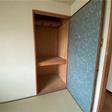 和室の押入れは半間あり、たっぷり収納できます