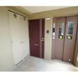 エレベーター横が玄関
