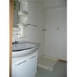 きれいな洗面台 奥には室内洗濯機置き場があります