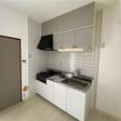 新品キッチンです。上にも下にも収納がありキッチングッズが多くても安心です。