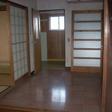 玄関からお風呂方面・8帖和室