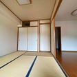 和室には1間の押入と天袋あり、床の間あり。