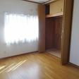 2階に6帖の洋室が2間あります。1間の天井までのクローゼットがあります。