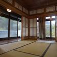 1階8畳2間続きの和室に縁側があります。