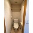 トイレの中に収納棚あり