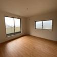 2階の8帖洋室はバルコニーにつながっています。ウォークインクローゼットがあります。