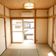 南向きで明るい6畳の和室です