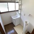 洗面室は脱衣スペースにもなります。