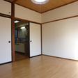 キッチンとお部屋の間には仕切り戸があり冷暖房の効果アップです
